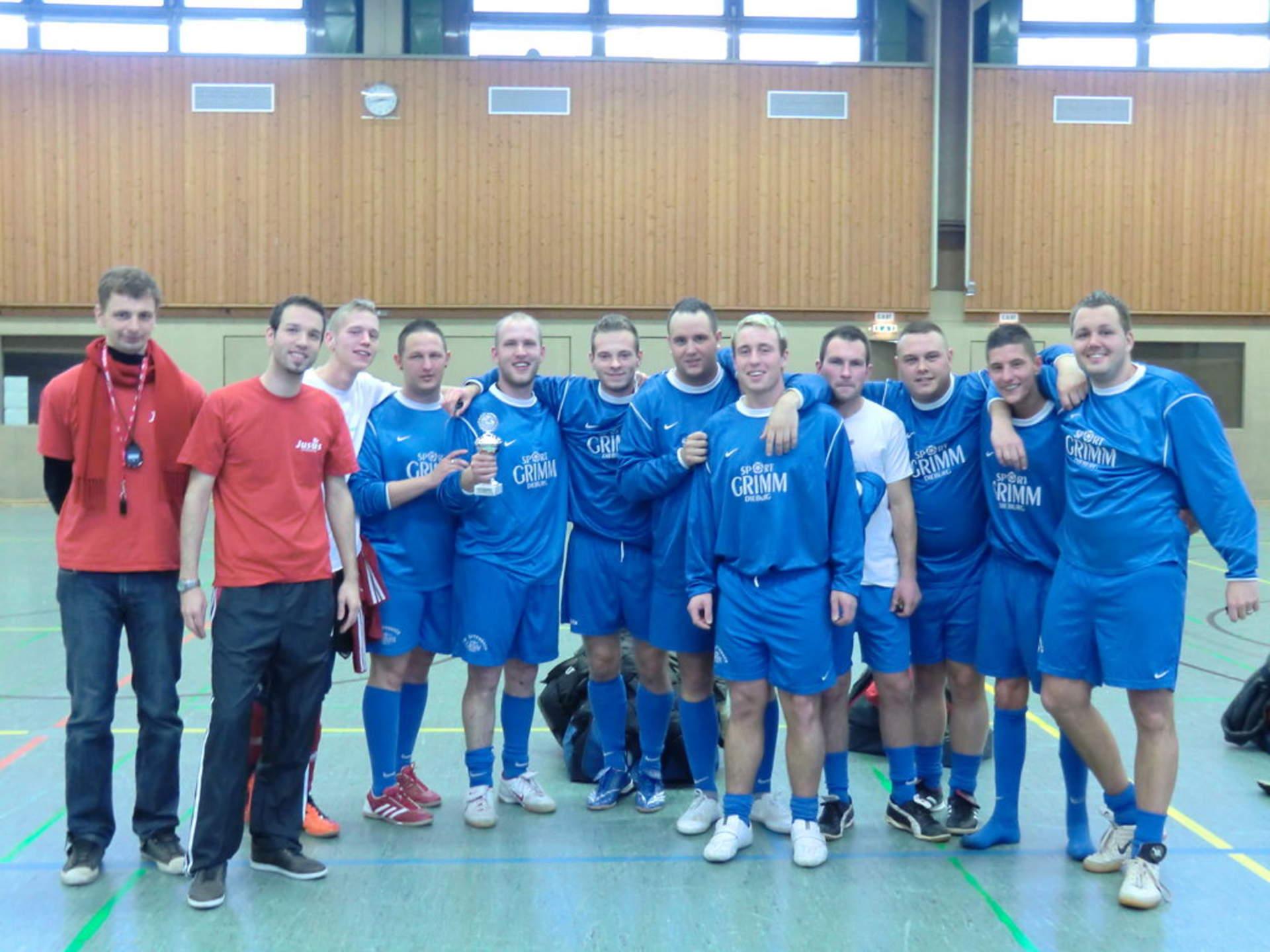 """Die Siegermannschaft 2012 des Jusos Fußballturniers """"Die Loco's"""""""