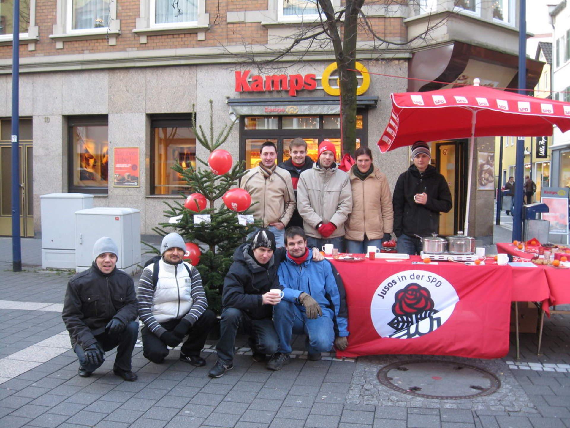 Offenbach Weihnachtsmarkt.Jusos überreichen Theresienheim 220 Spd Offenbach Am Main
